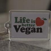 Llavero Life is better vegan