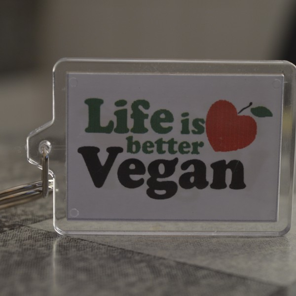 Llavero Life is better vegan